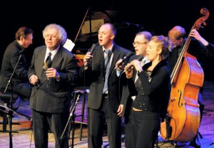 Mårten backing up Claes Janson together with Klas Toresson and Mimi Hammar in 2009.